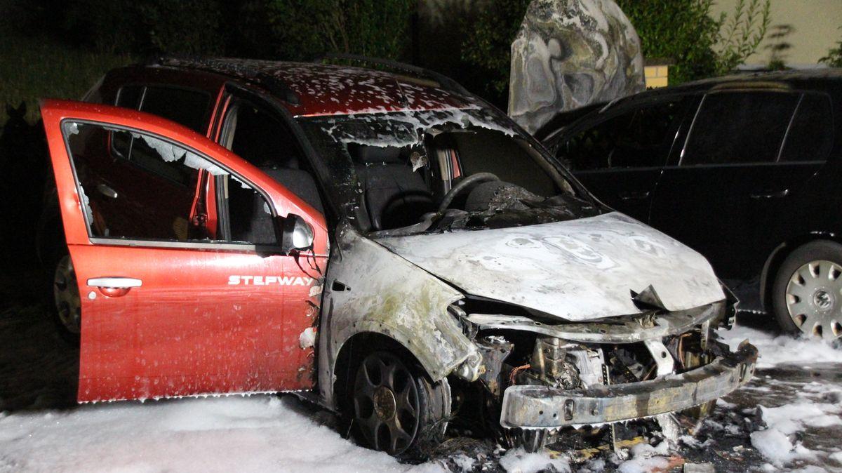 Beschädigte Pkws in Maxhütte-Haidhof nach Brand