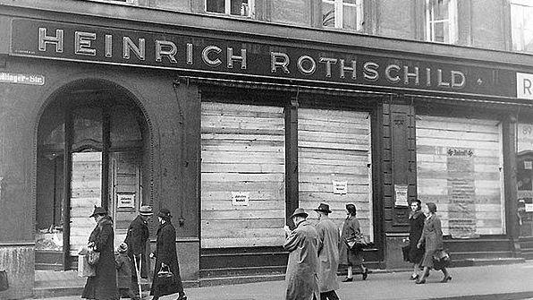 Das Hut- und Putzgeschäft der Familie Rothschild in der Sendlingerstraße in München. Es wurde bei der  Pogromnacht im November 1938 zerstört.