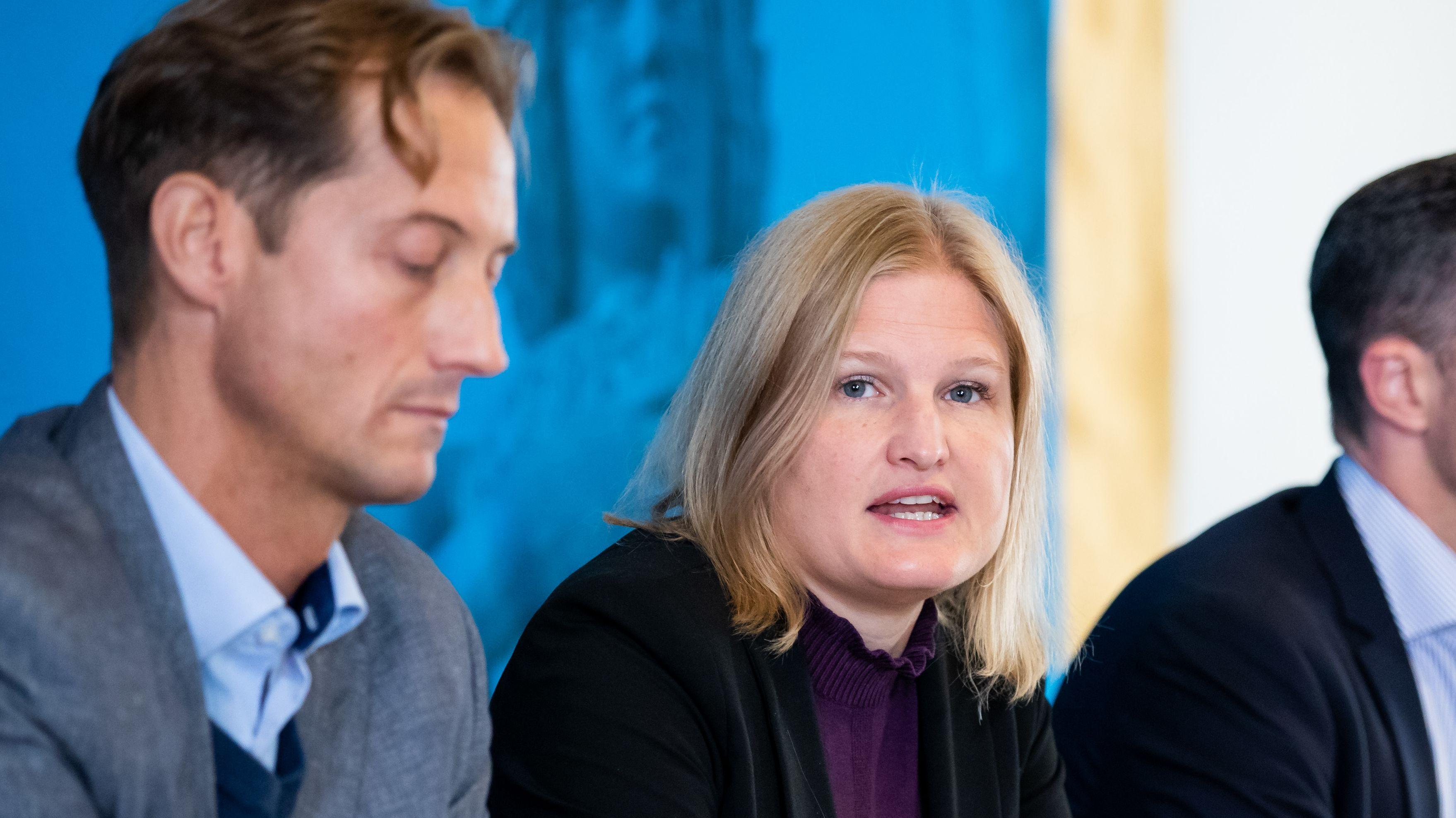 Katrin Ebner-Steiner (rechts) und Ingo Hahn droht offenbar eine Abwahl als AfD-Fraktionschefs im bayerischen Landtag.