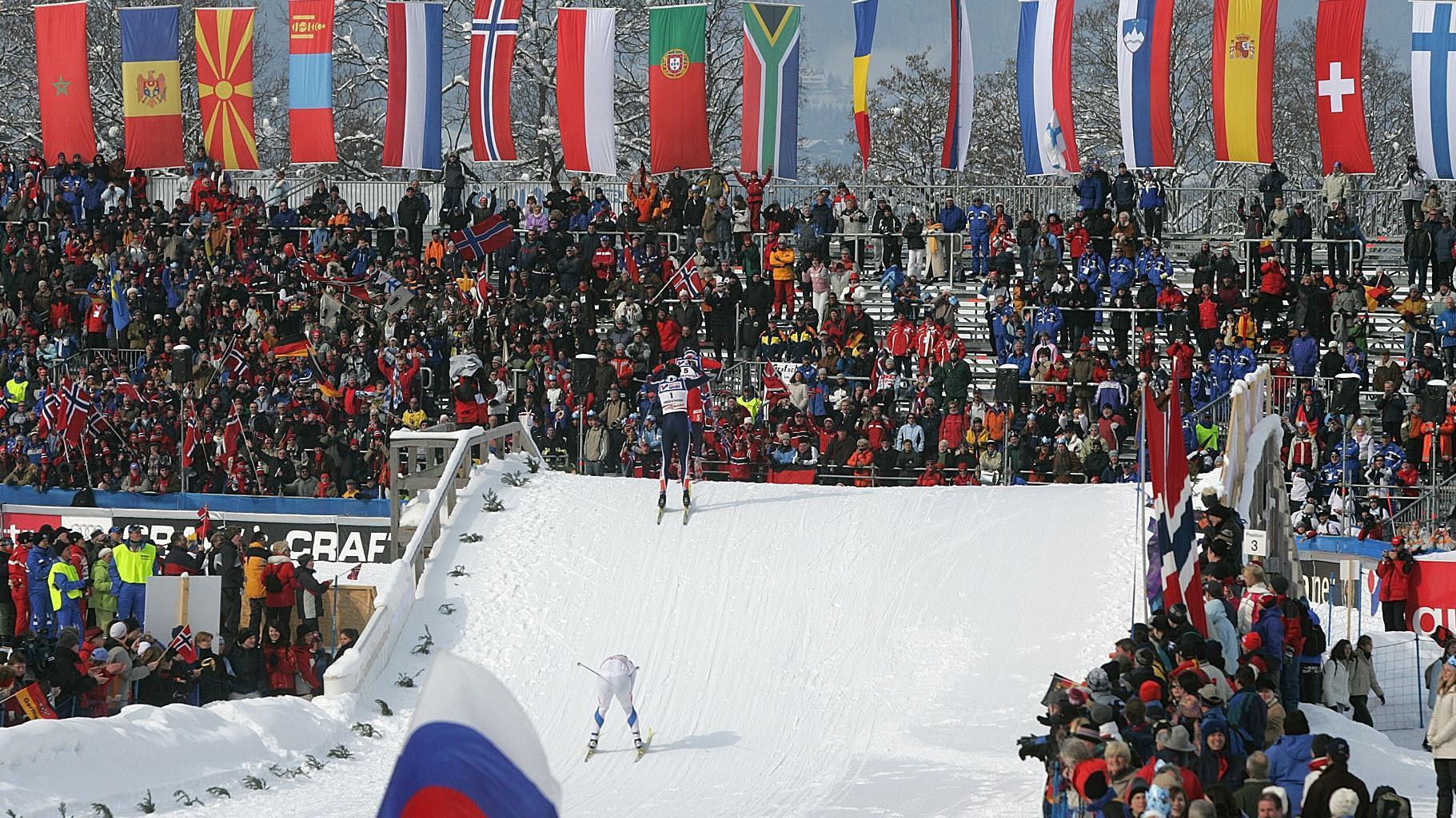 Langläufer im Oberstdorfer Stadion