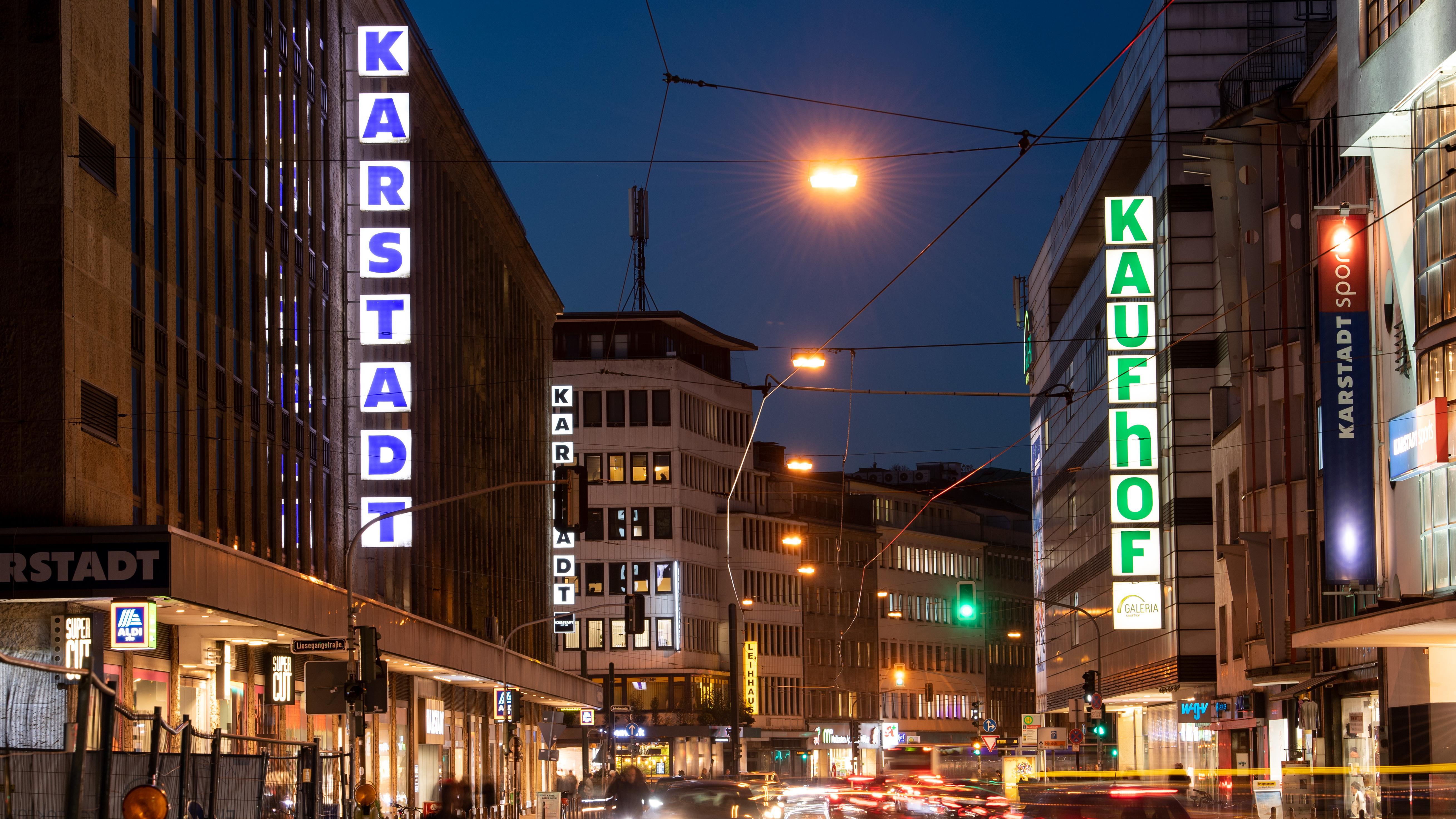 Filialen von Kaufhof und Karstadt nebeneinander