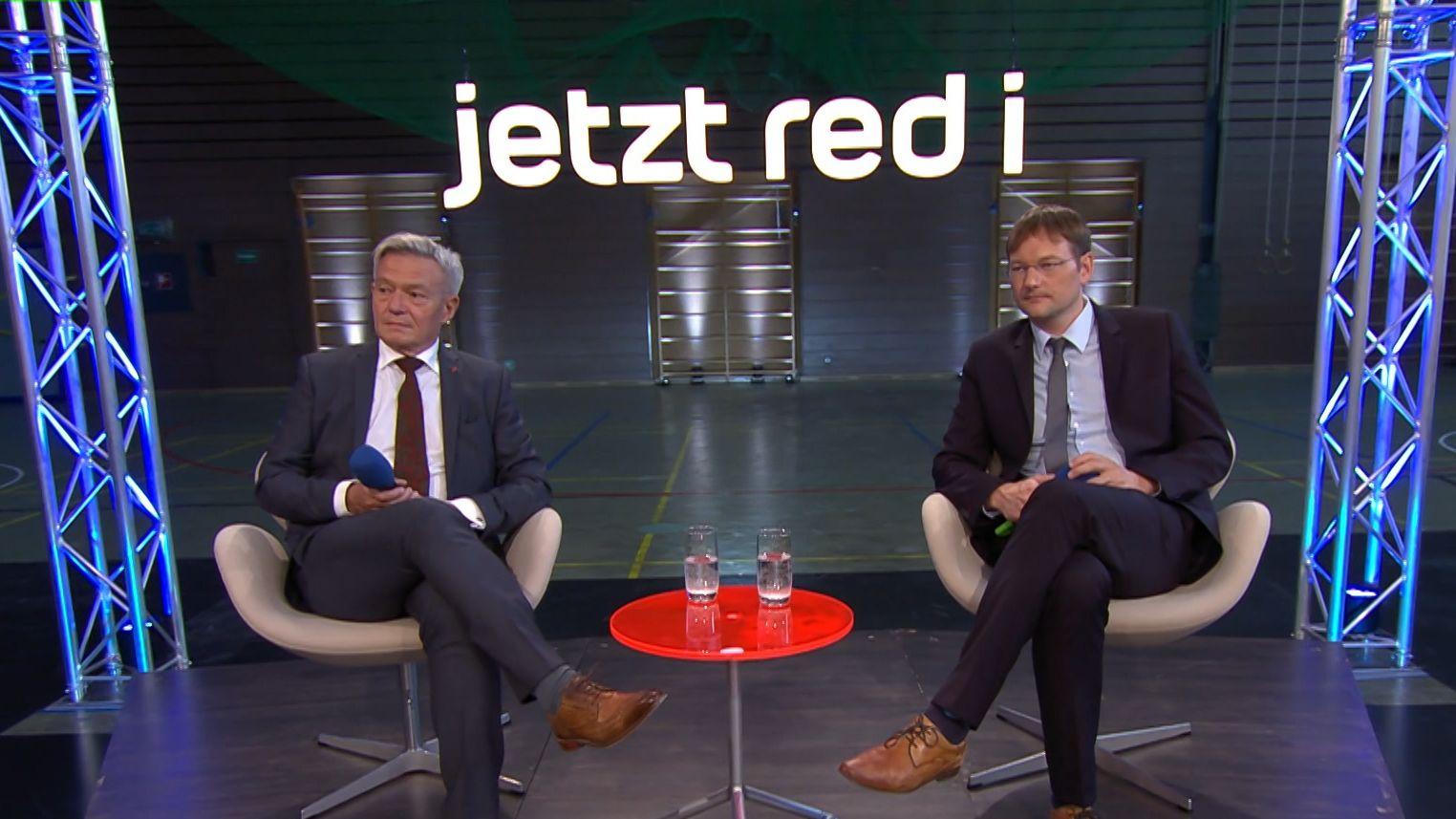 Hans Reichhart (CSU), bayerischer Staatsminister für Wohnen, Bau und Verkehr (r) und Horst Arnold (SPD), Fraktionsvorsitzender im Bayerischen Landtag (li)