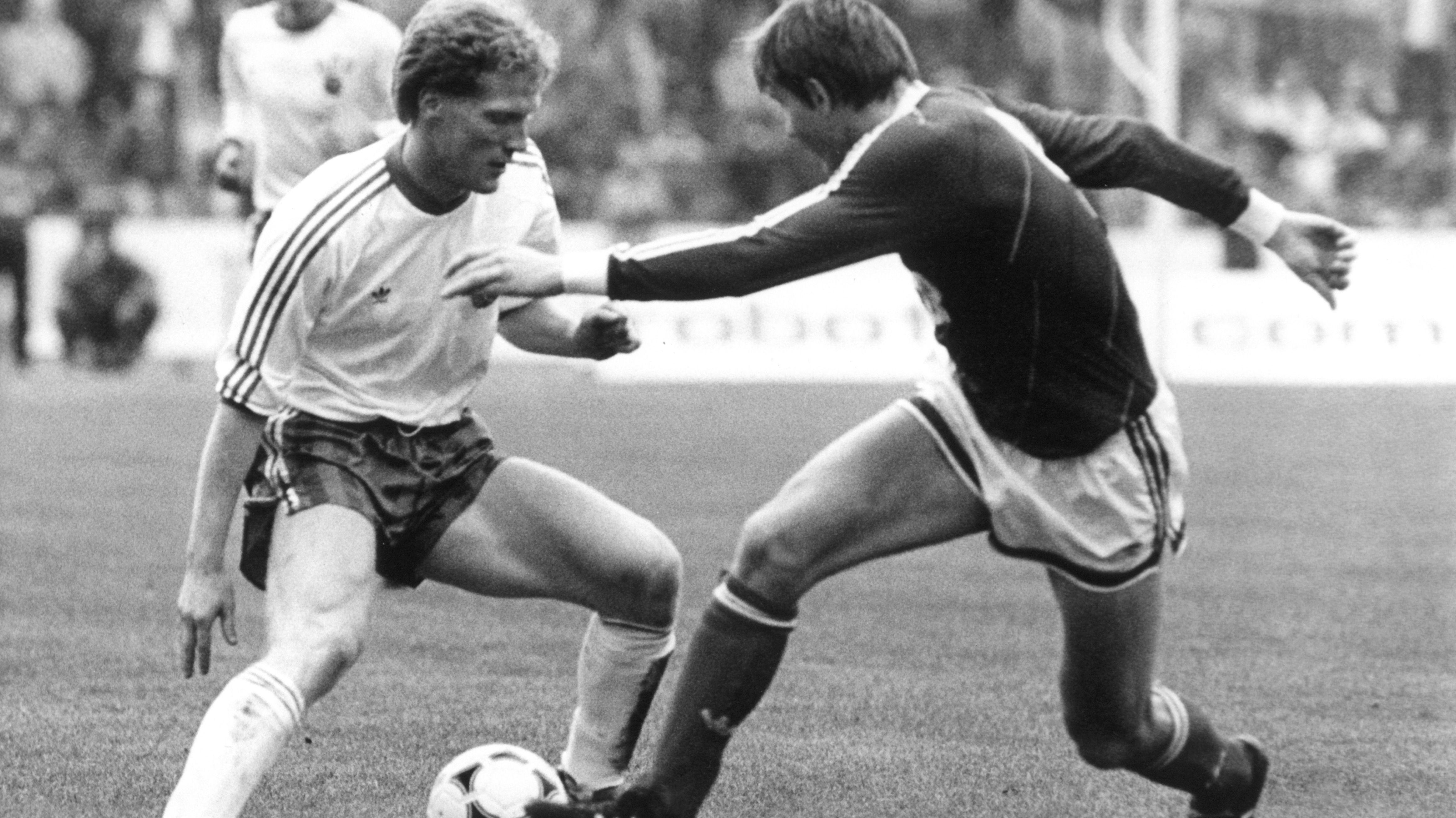 Auch einen Monat zuvor, am 10. Oktober, ist Matthias Sammer ein zentraler Akteur: Beim 2:1 der DDR-Auswahl gegen die UdSSR in Karl-Marx-Stadt.