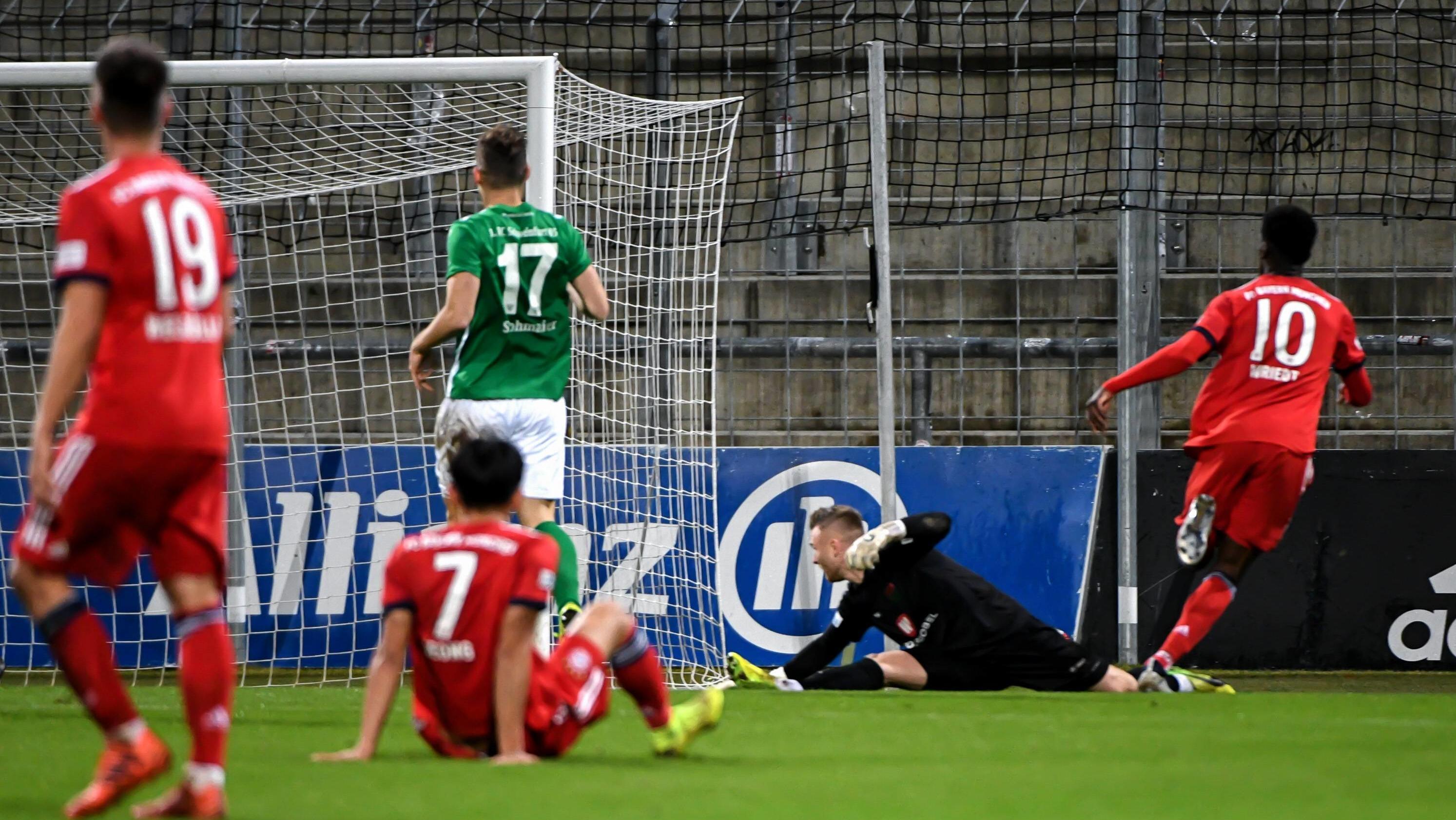 Spielszene FC Bayern München II - 1. FC Schweinfurt - das 3:0 durch Wriedt
