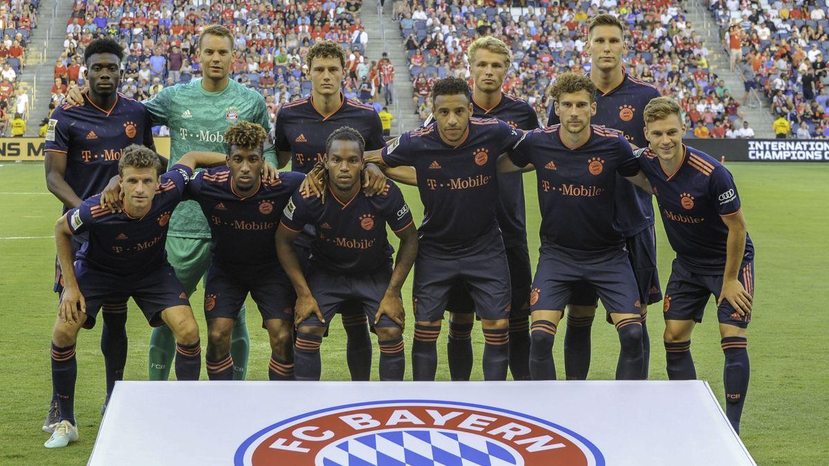 Die Spieler des FC Bayern vor der Partie gegen Mailand