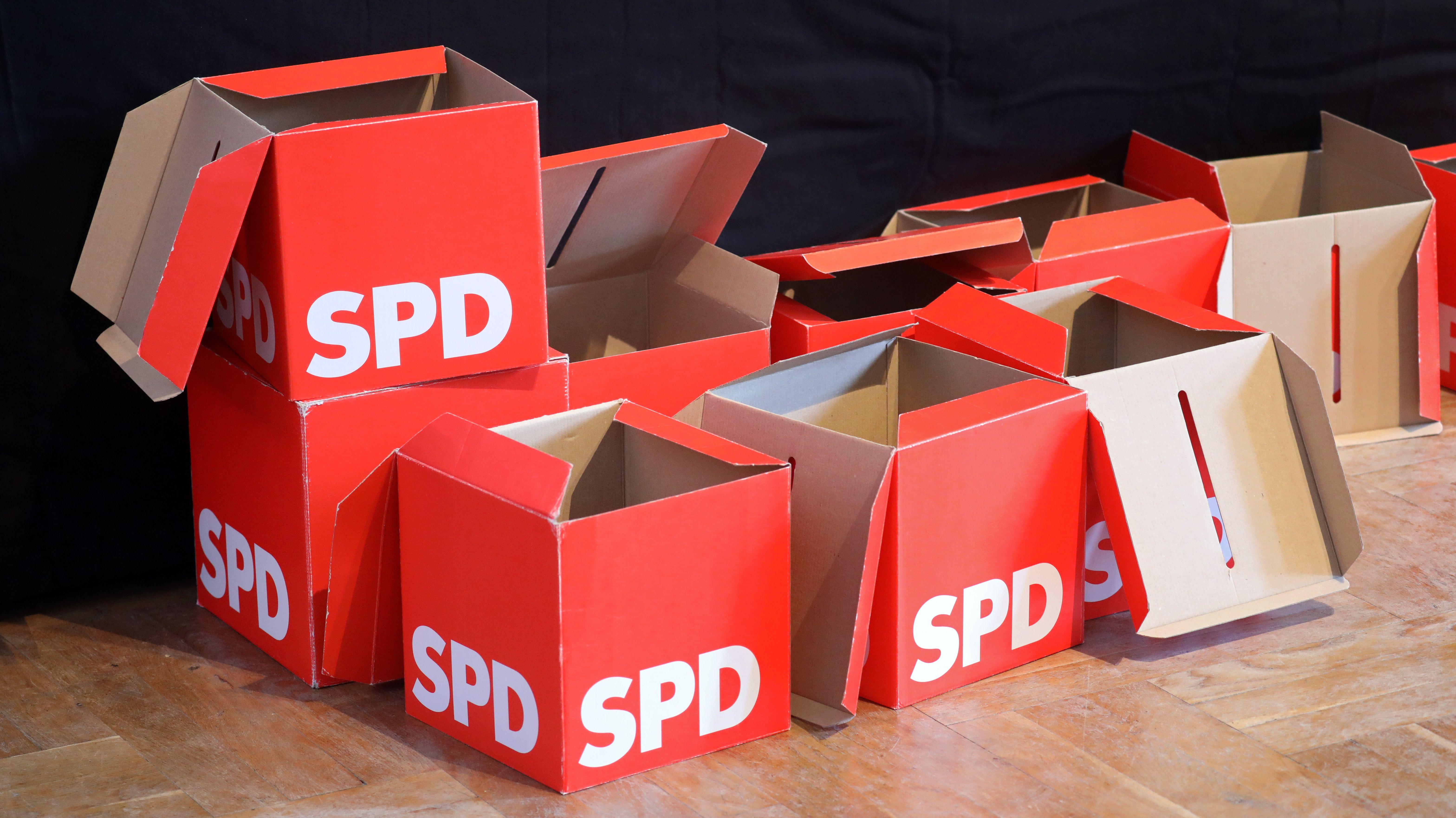 Leere Stimmzettelboxen der SPD beim Landesparteitag im März in Mecklenburg-Vorpommern.