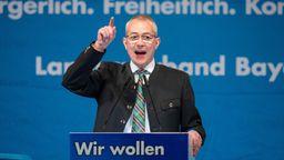 Hansjörg Müller von der AfD hält eine Rede. | Bild:dpa-Bildfunk/Timm Schamberger
