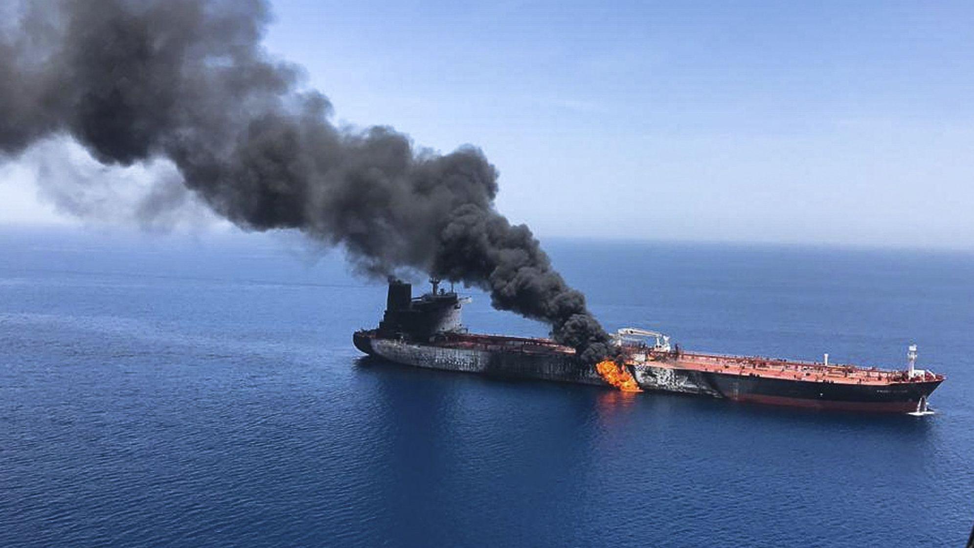 Brennender Öltankerder norwegischen Reederei Frontline im Golf von Oman.