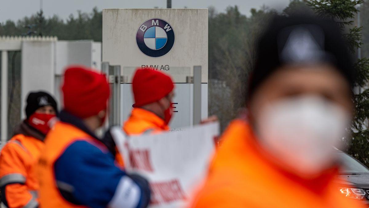 Streik im BMW-Werk in Wackersdorf