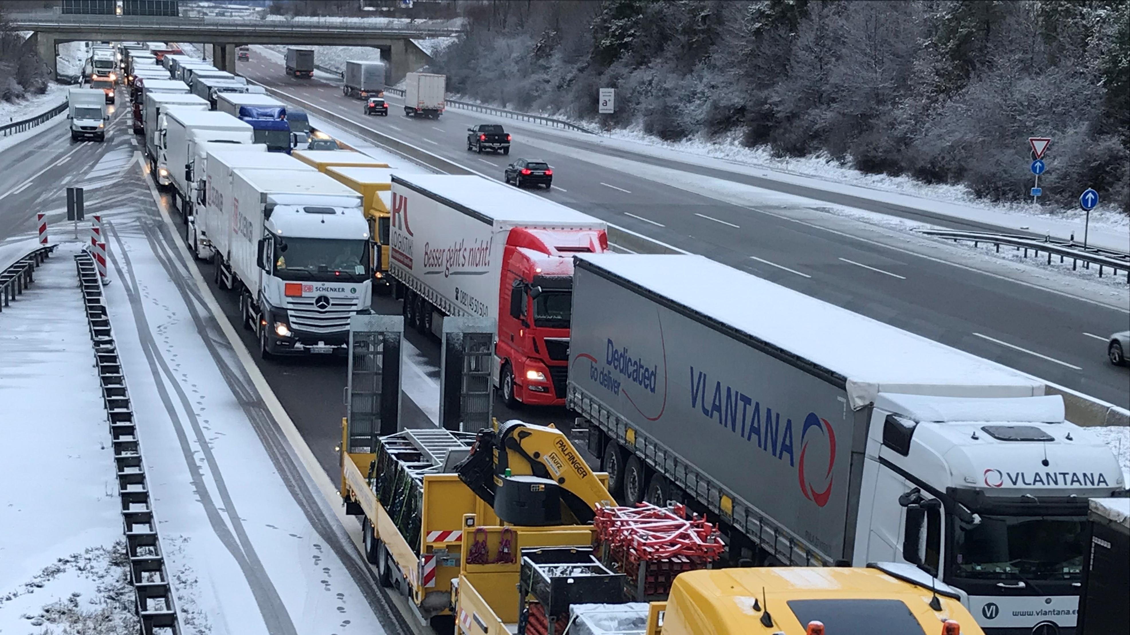 Stau auf der A8 bei Augsburg