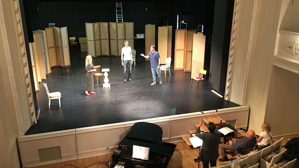 Blick auf die Bühne in der Kammeroper in Neuburg
