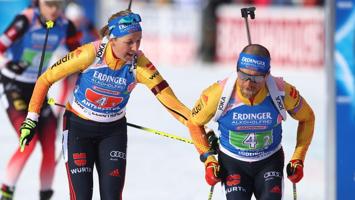 Biathlon-WM in Pokljuka: Franziska Preuß übergibt an Erik Lesser in der Single-Mixed-Staffel.