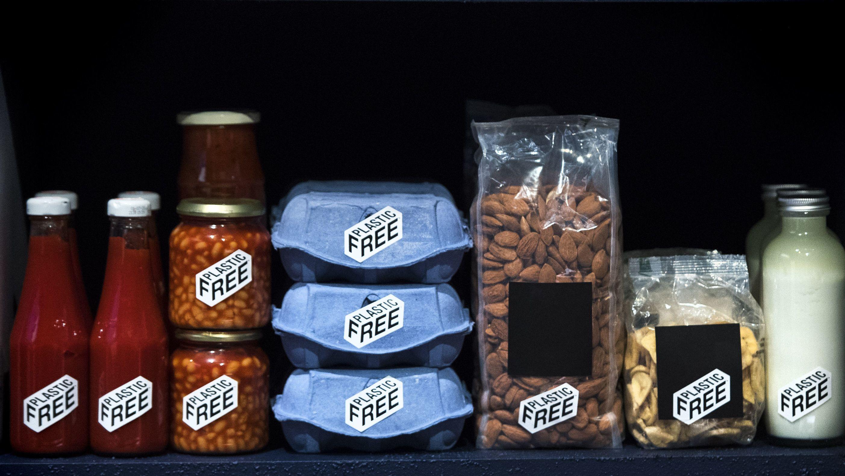 Plastikfreie Zone im Supermarkt - Konzept von plastic planet