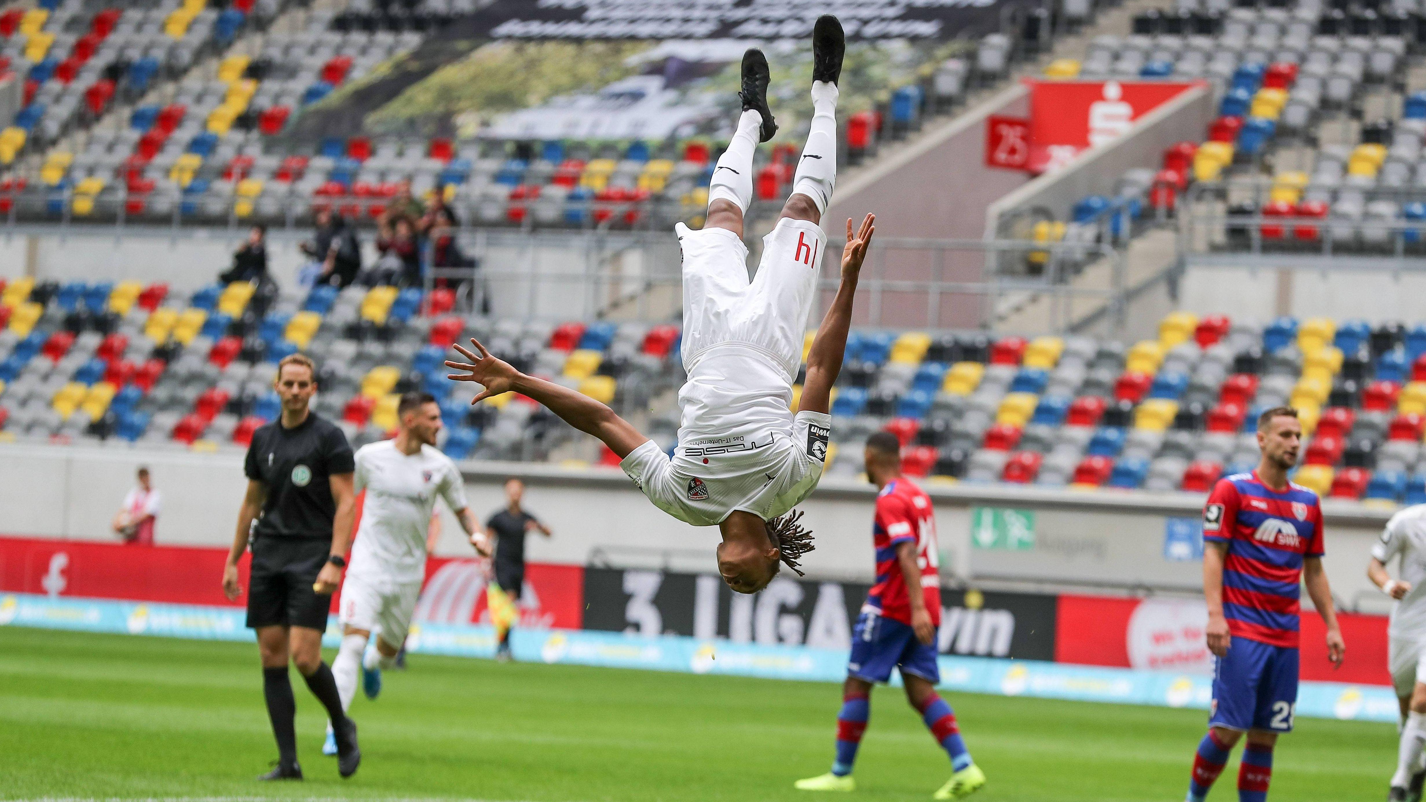 1:0-Torschütze Caniggia Elva macht einen Rückwärtssalto