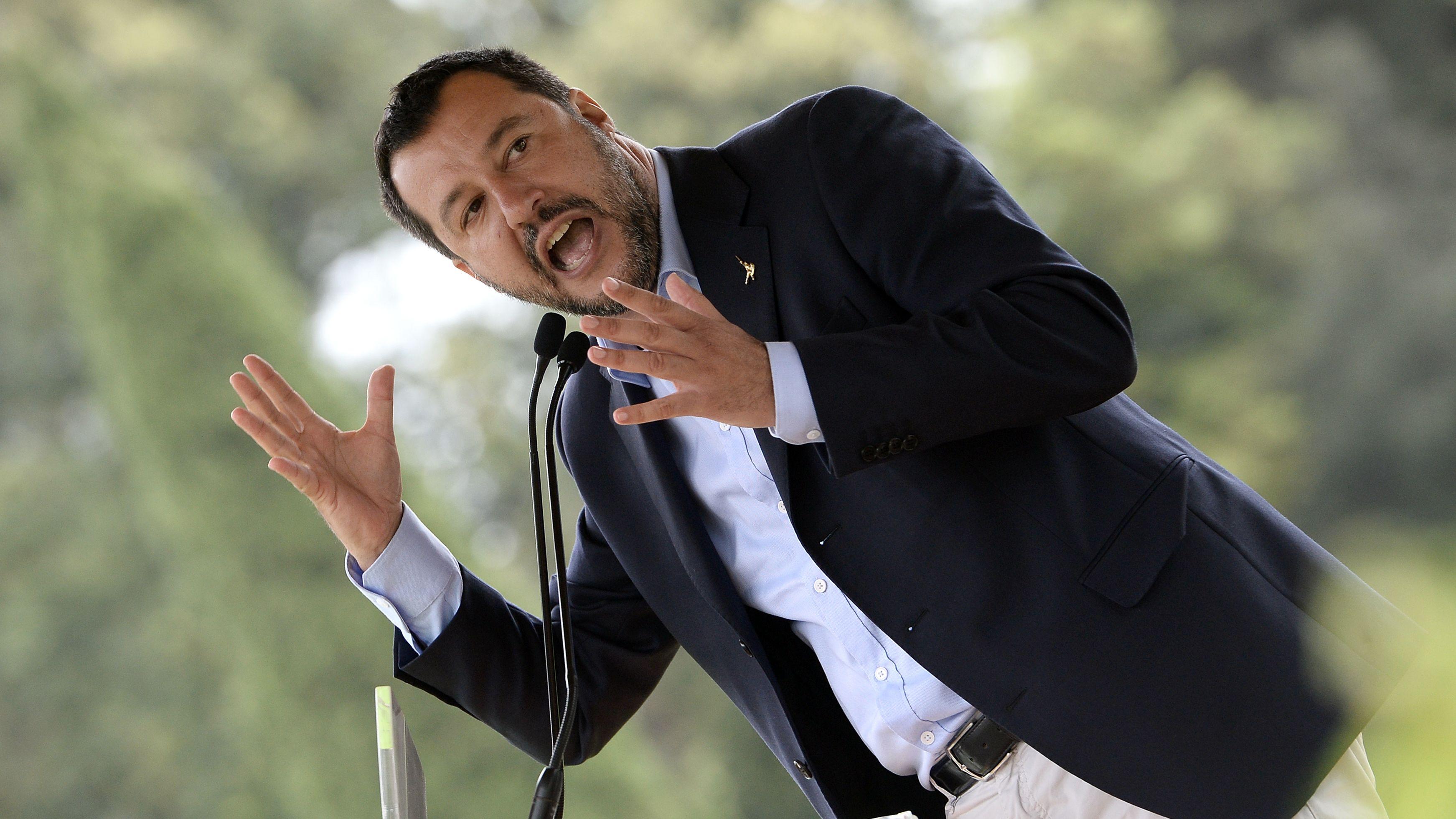 Italiens Innenminister Matteo Salvini (Lega) gestikuliert