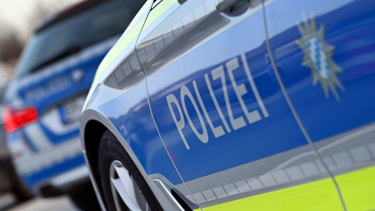 Zwei Autos der bayerischen Polizei (Symbolbild).