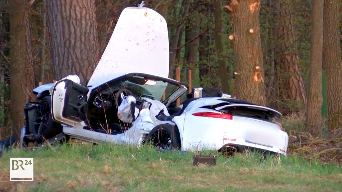 Zerstörter Porsche an einem Baum