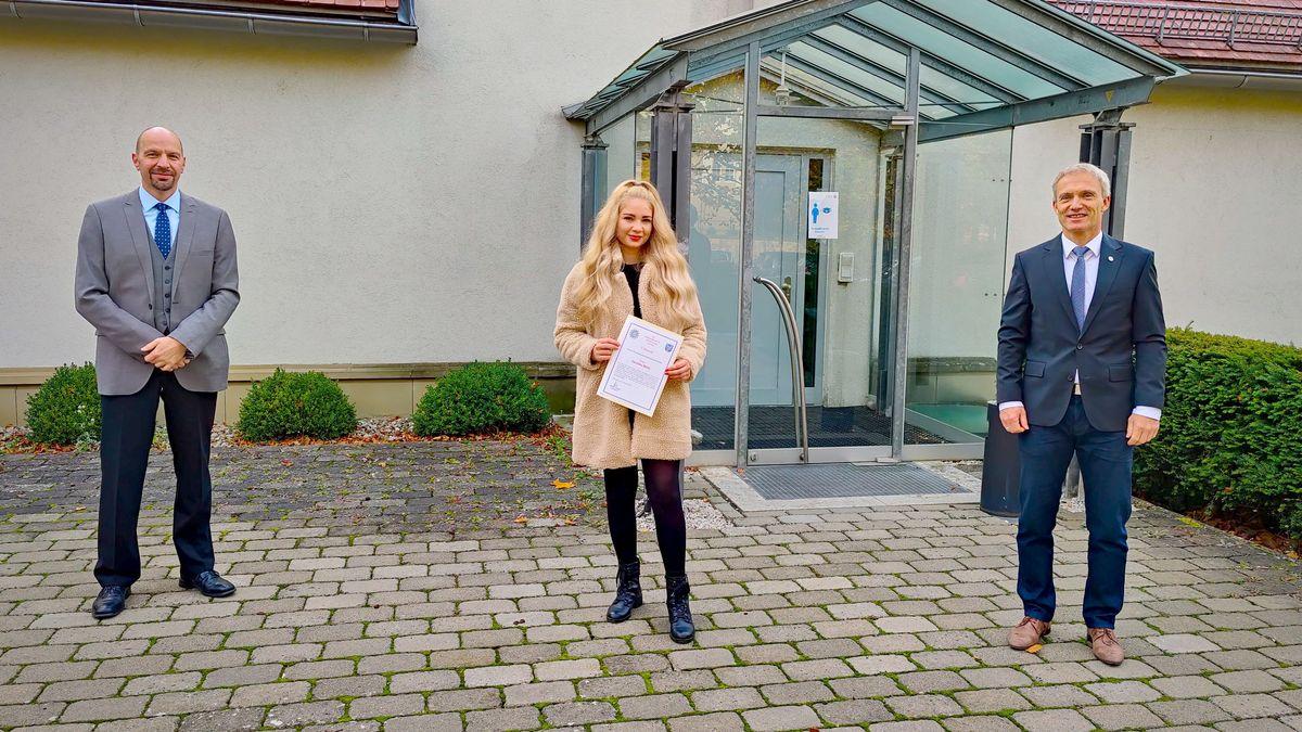 Sandra Ride wurde für ihren Einsatz bei einem tätlichen Übergriff in Schweinfurt von der Polizei geehrt