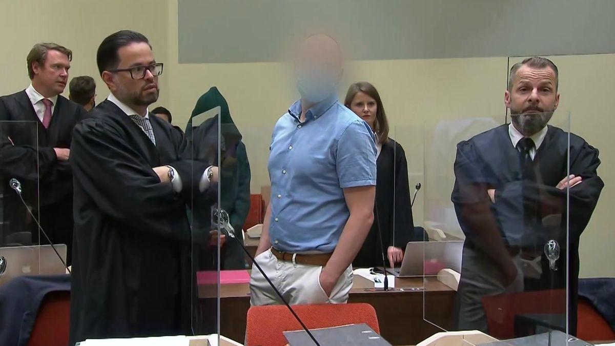 Dopingarzt Mark Schmidt mit Anwälten beim Prozessauftakt