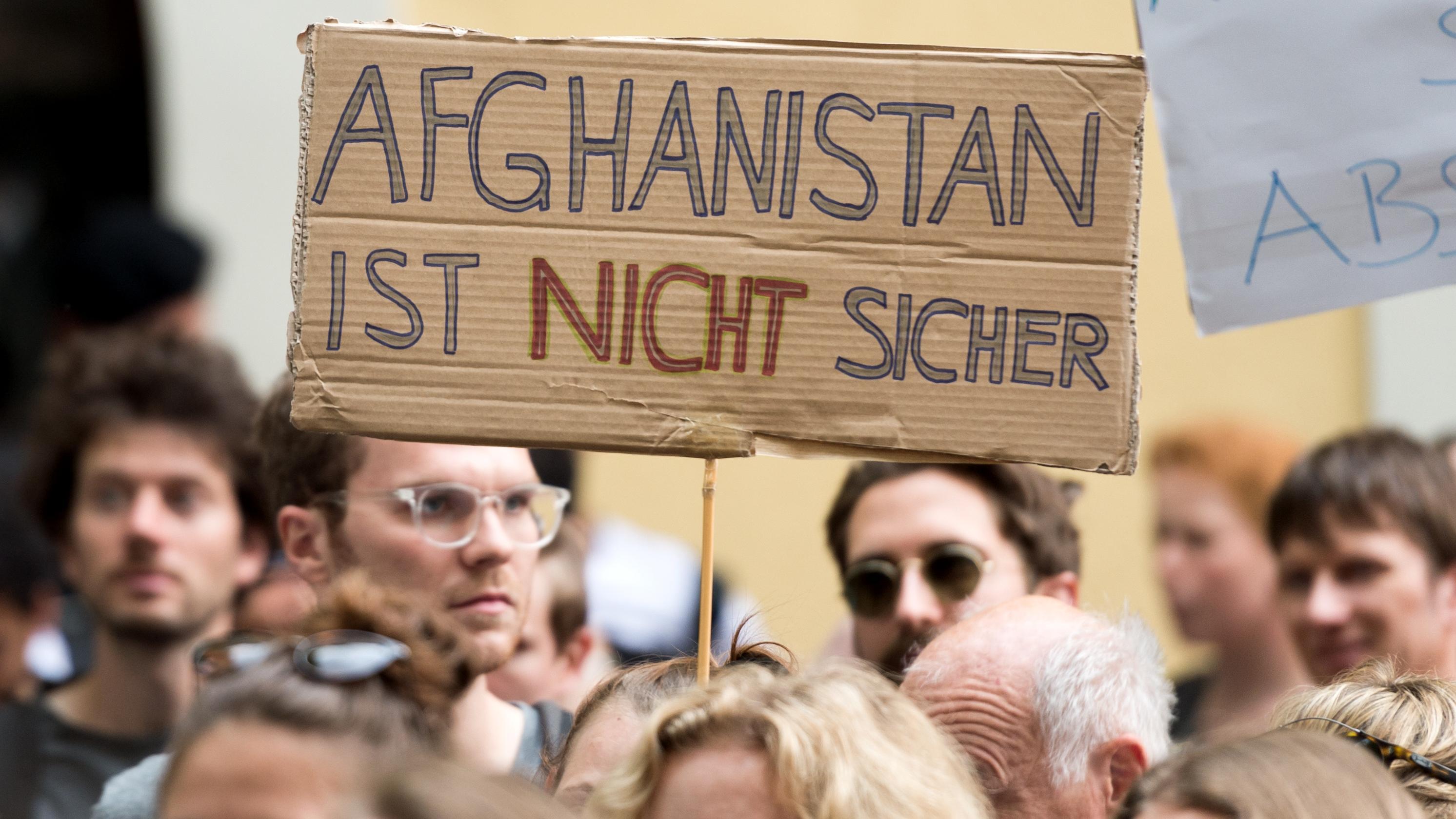 Archiv: Demonstration gegen Abschiebungen nach Afghanistan