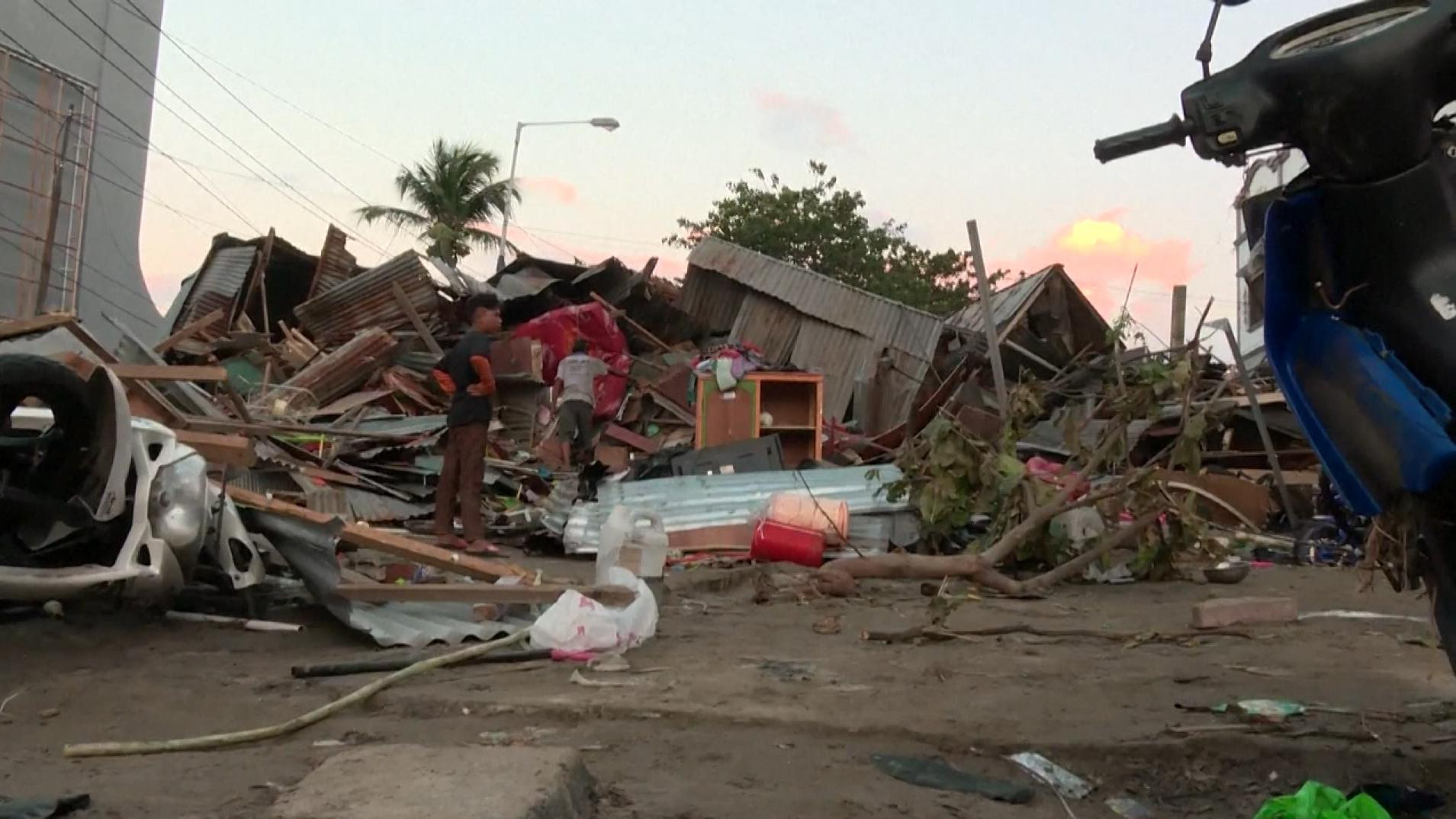Verheerungen nach Tsunami auf Sulawesi