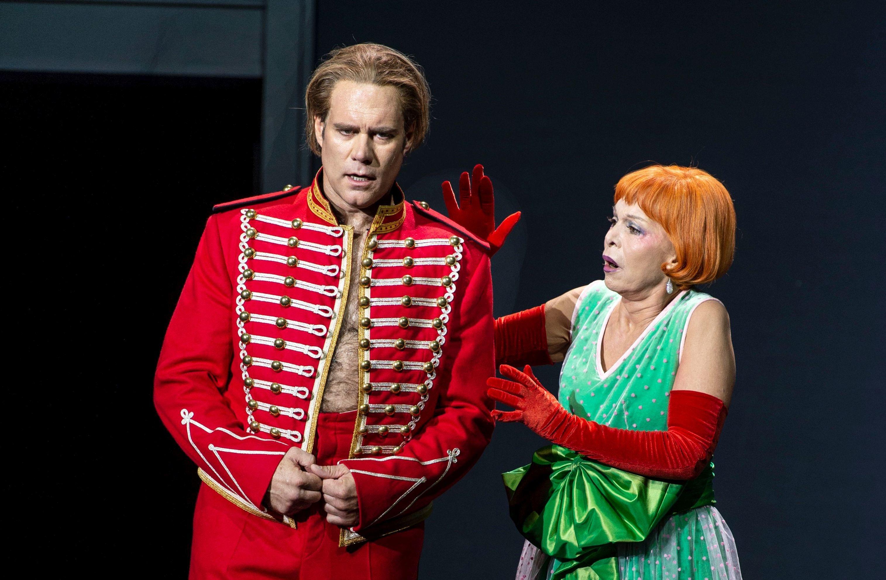 Hermann (Brandon Jovanovich) und Gräfin (Hanna Schwarz)
