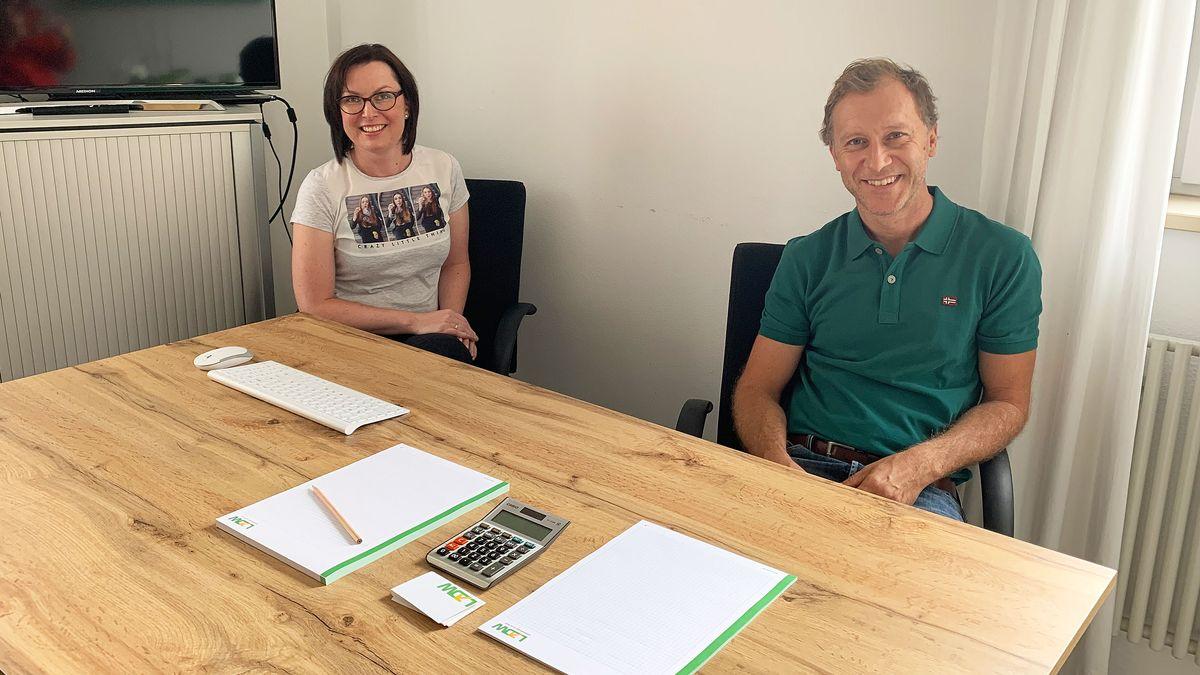 Prokuristin Daniela Ettl (links) und Geschäftsführer Günther Holzapfel (rechts) vom LZDW in Viechtach