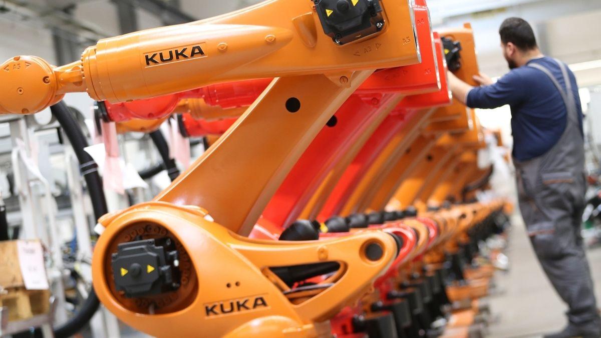 Roboter vom Kuka in der Produktion am Standort Augsburg (Archivbild)