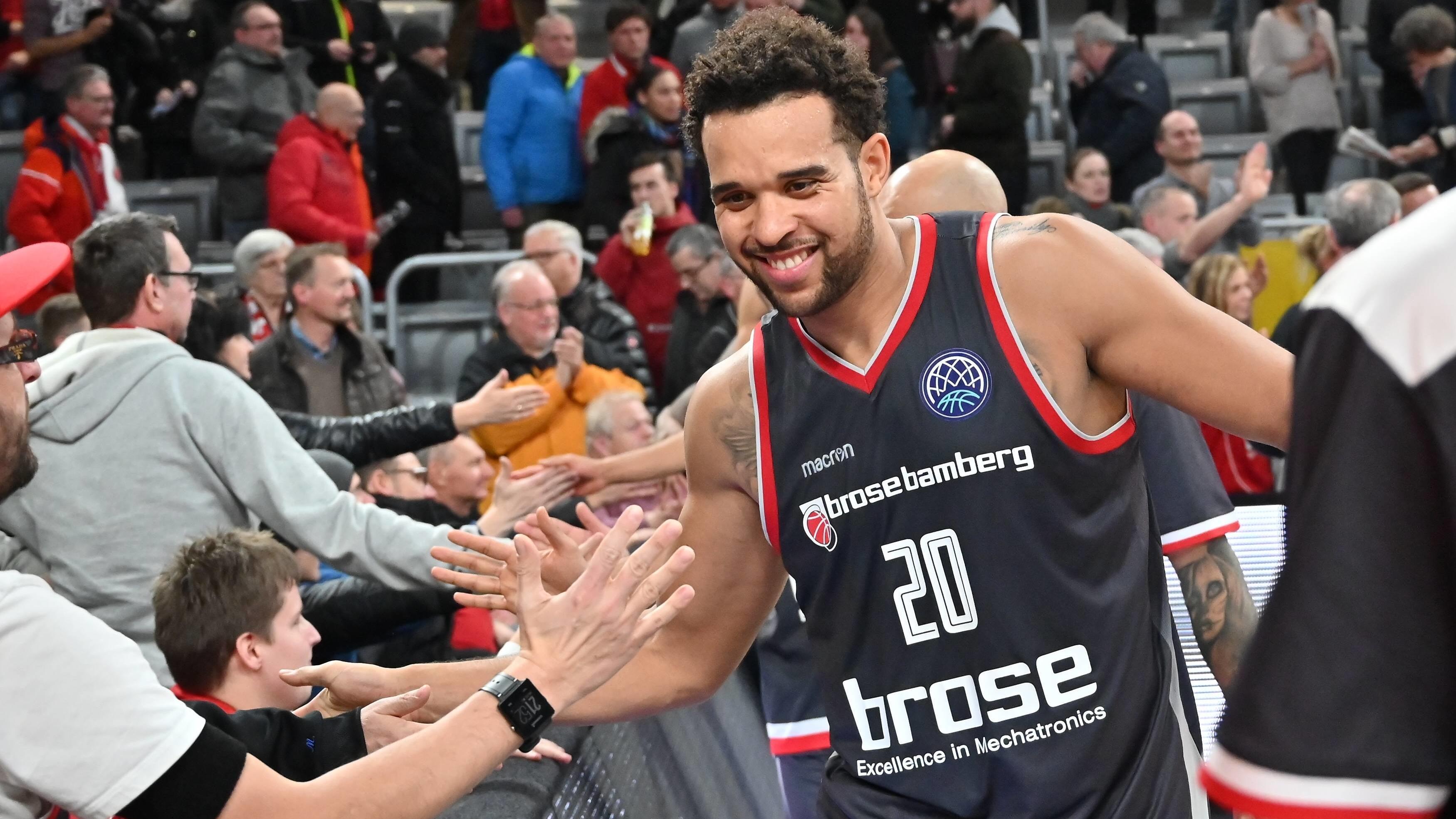 Elias Harris freut sich über den Sieg gegen Antwerpen.
