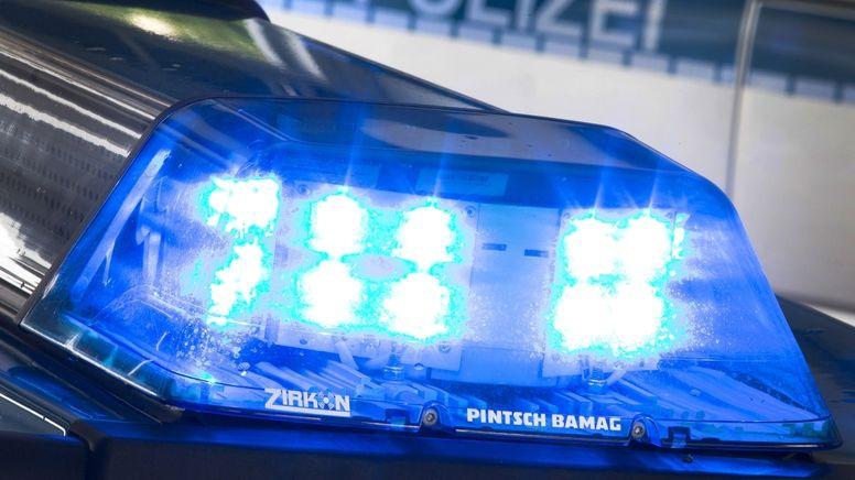 Illustration Polizeieinsatz | Bild:dpa-Bildfunk/Friso Gentsch