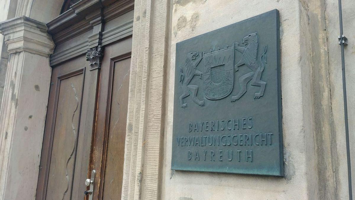 Der Eingang zum Verwaltungsgericht Bayreuth.