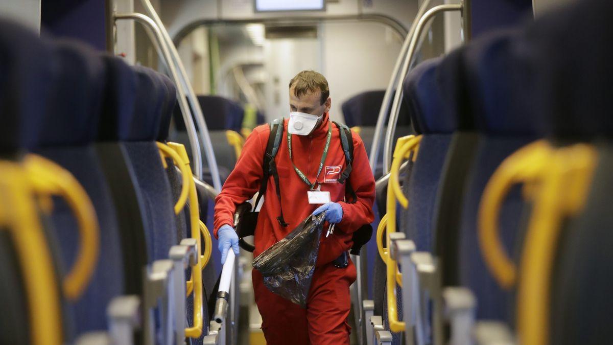 Könnte so bald auch in Bayern ablaufen: Ein Regionalzug in Italien wird gereinigt und desinfiziert
