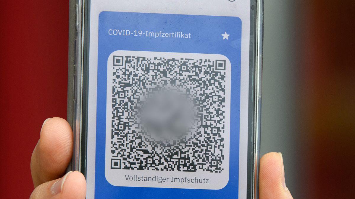 QR-Code auf dem Handy als Corona-Impfnachweis
