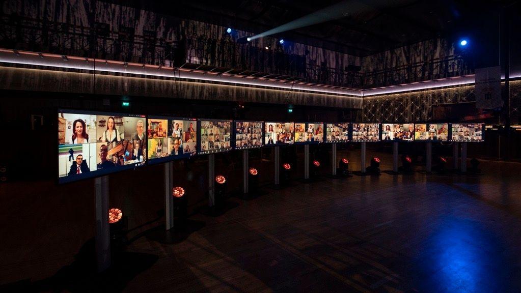 """Wegen der Corona-Pandemie waren Politiker und Zuschauer beim diesjährigen Nockherberg """"nur"""" digital in den Festsaal zugeschaltet."""