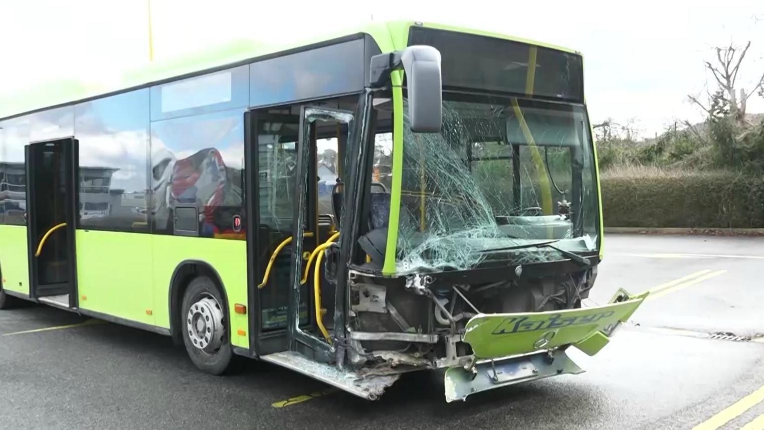 Demolierter Schulbus
