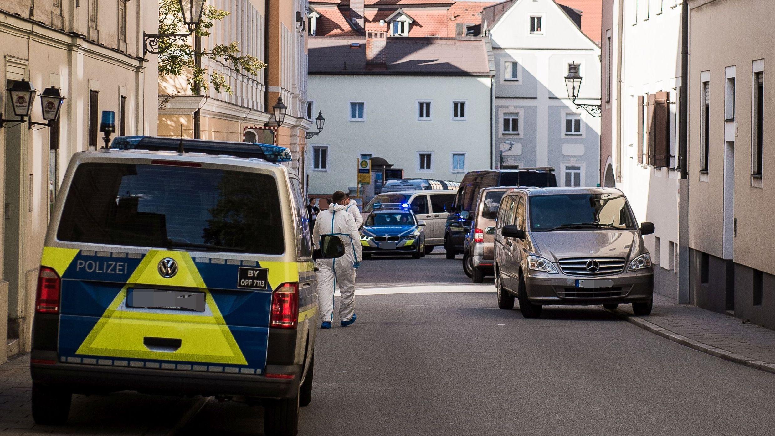 Einsatzkräfte in der Regensburger Altstadt