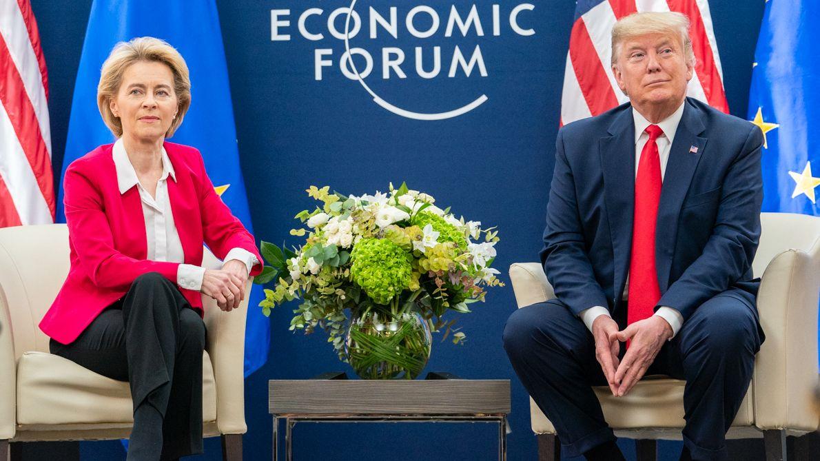 EU-Kommissionspräsidentin Ursula von der Leyen vor einem Jahr beim Weltwirtschaftsforum in Davos mit Donald Trump.