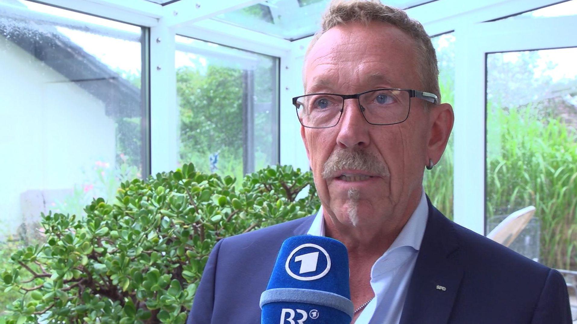 Noch bis zum 1. September können Genossen ihre Bewerbung um den SPD-Chefsessel anmelden. Im Windschatten der prominenten Bewerber kämpft ab sofort ein Bayer für seinen eigenen Dienst für die Partei: Karl-Heinz Brunner.