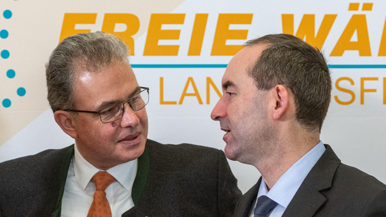 Fraktionschef Florian Streibl (l.) und Parteichef Hubert Aiwanger (r.) am 10. Januar beim Abschluss der Freie-Wähler-Klausur in Schwarzenfeld