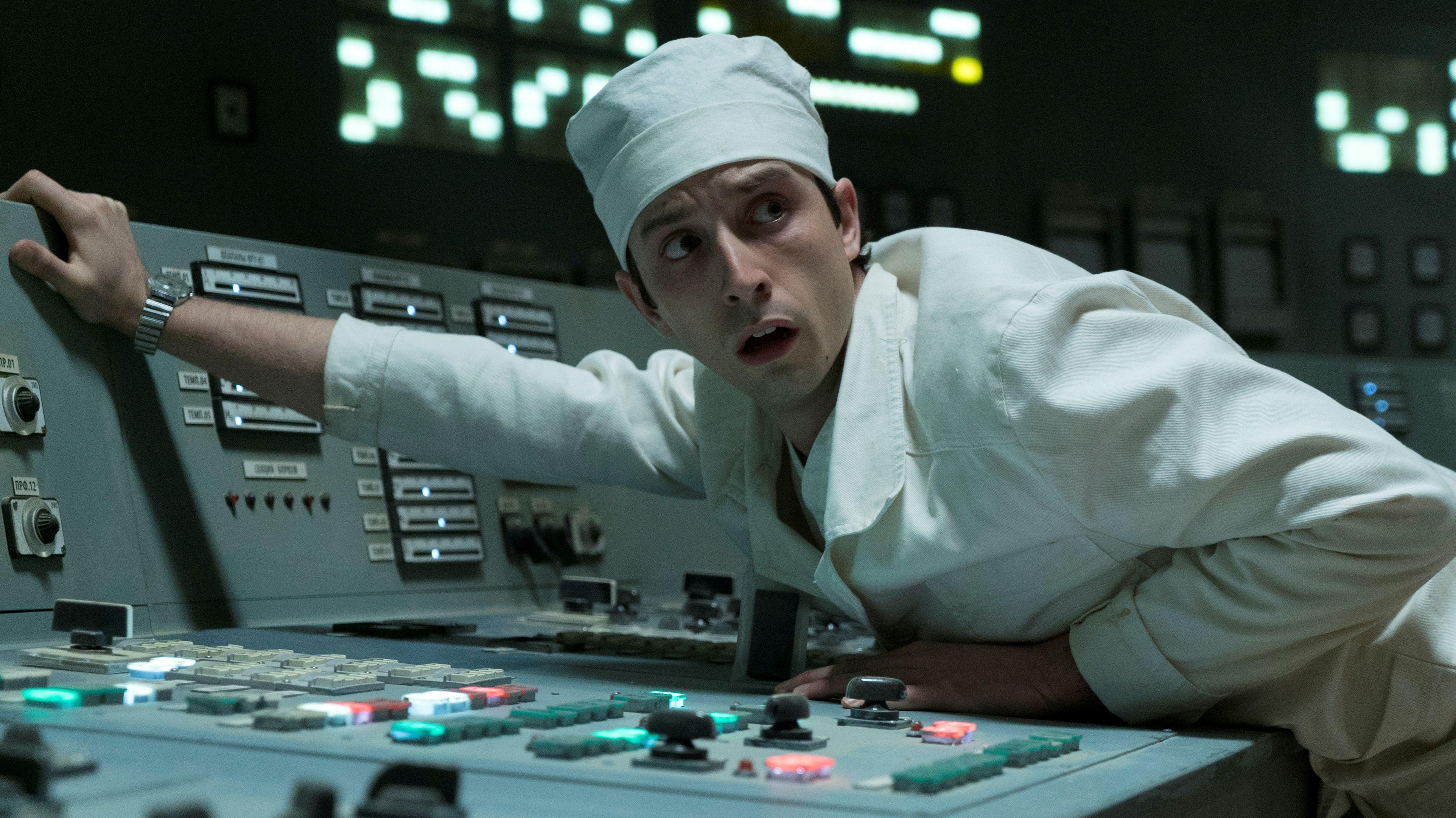 """Ein angsterfüllter Mitarbeiter im Atomkraftwerk von Tschernobyl in der HBO-Serie """"Chernobyl"""""""