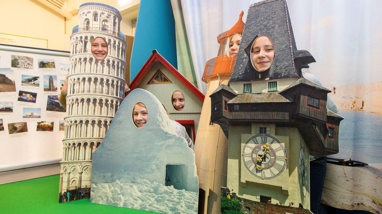 Kinder in der Architektur-Ausstellung in Neu-Ulm