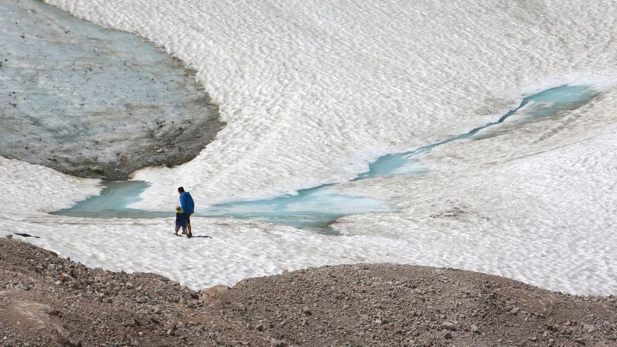 Drei der fünf deutschen Gletscher könnten schon bald der Vergangenheit angehören. Hier der Schneeferner-Gletscher auf der Zugspitze. (2015)