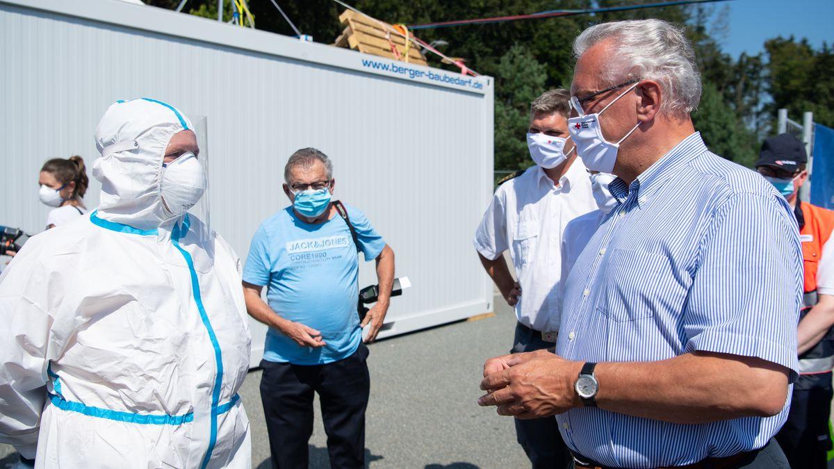 Herrmann besucht Corona-Testzentrum