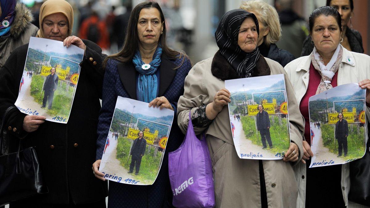 Bosnische Frauen protestieren