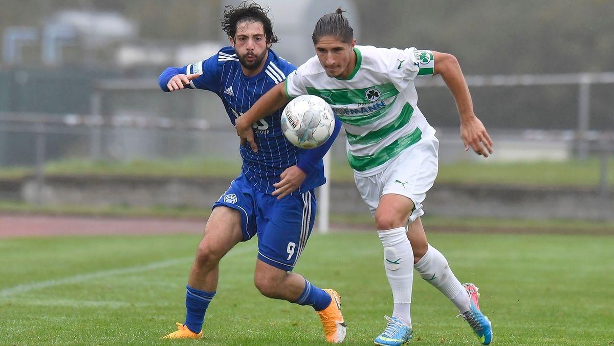 Spielszene von Viktoria Aschaffenburg gegen die SpVgg Greuther Fürth II