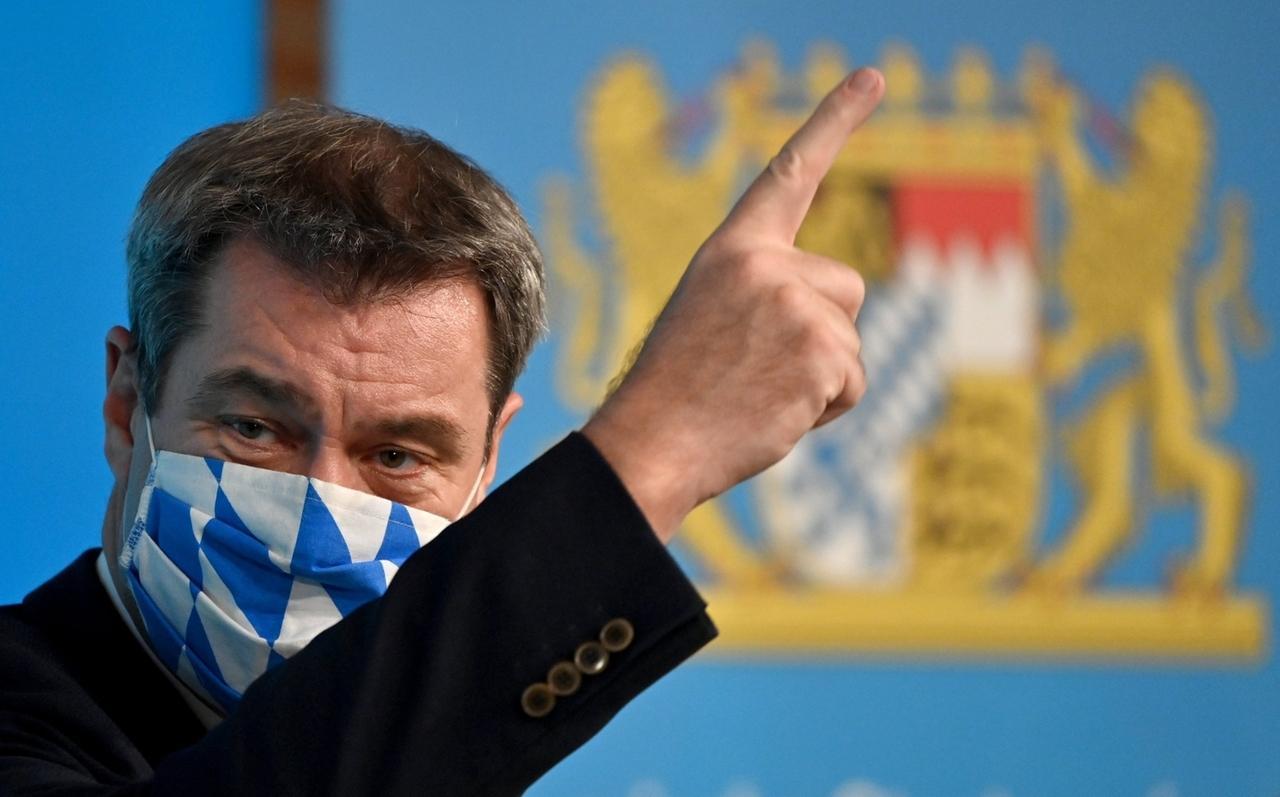 27.10.2020, Bayern, München: Markus Söder (CSU), Ministerpräsident von Bayern, nimmt im Anschluss an die Kabinettssitzung an einer Pressekonferenz teil, wobei er eine Maske trägt. Foto: Peter Kneffel/dpa POOL/dpa +++ dpa-Bildfunk +++