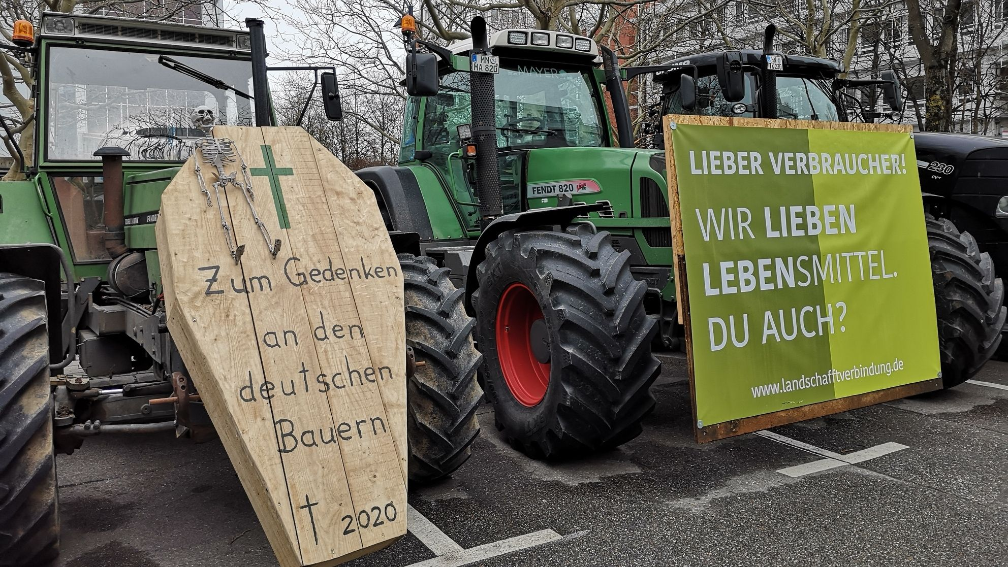 Traktoren bei der Demonstration am Rosenkavalierplatz in München