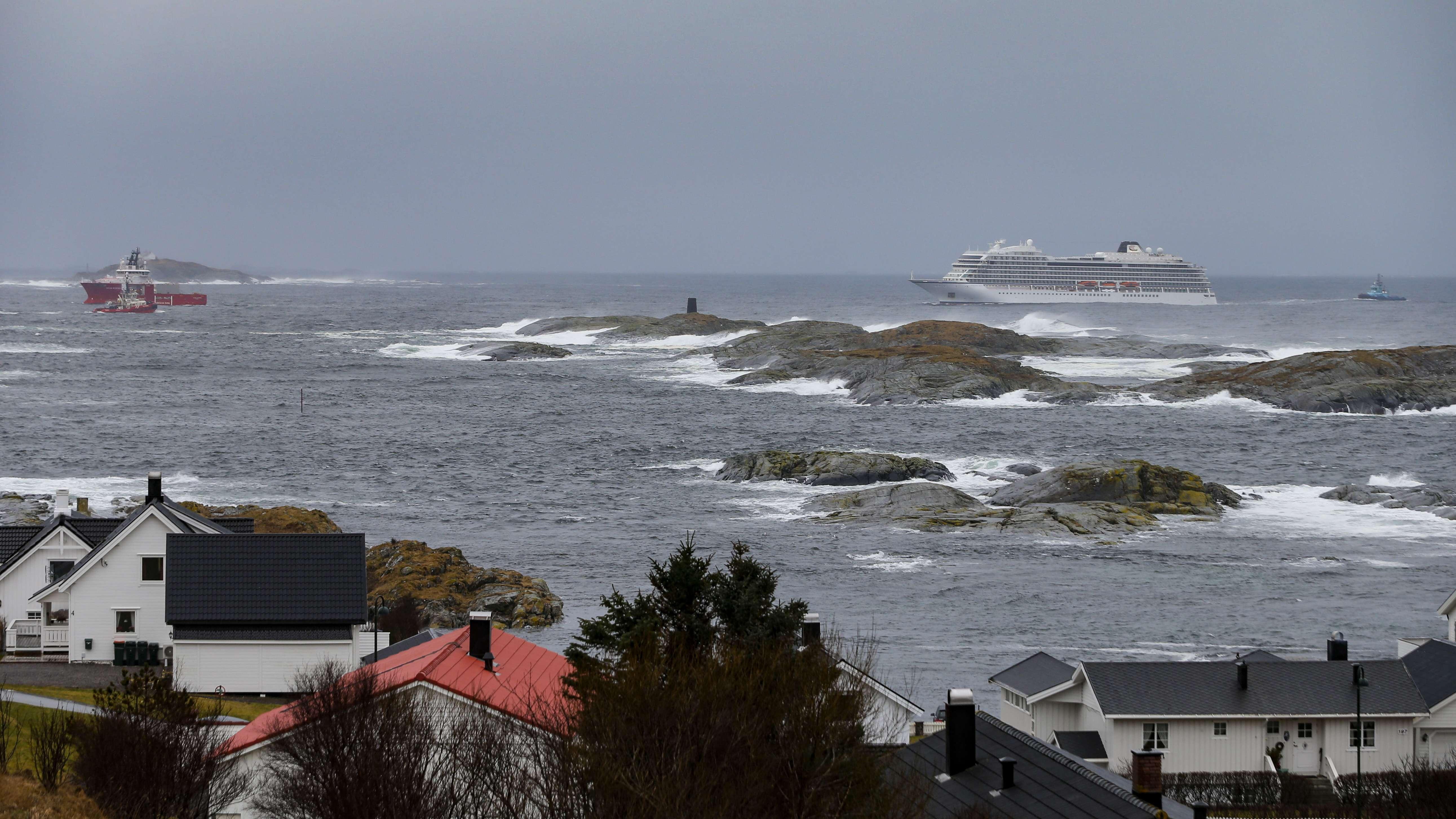 """Das Kreuzfahrtschiff """"Viking Sky"""" ist mittlerweile auf dem Weg in den Hafen Molde"""