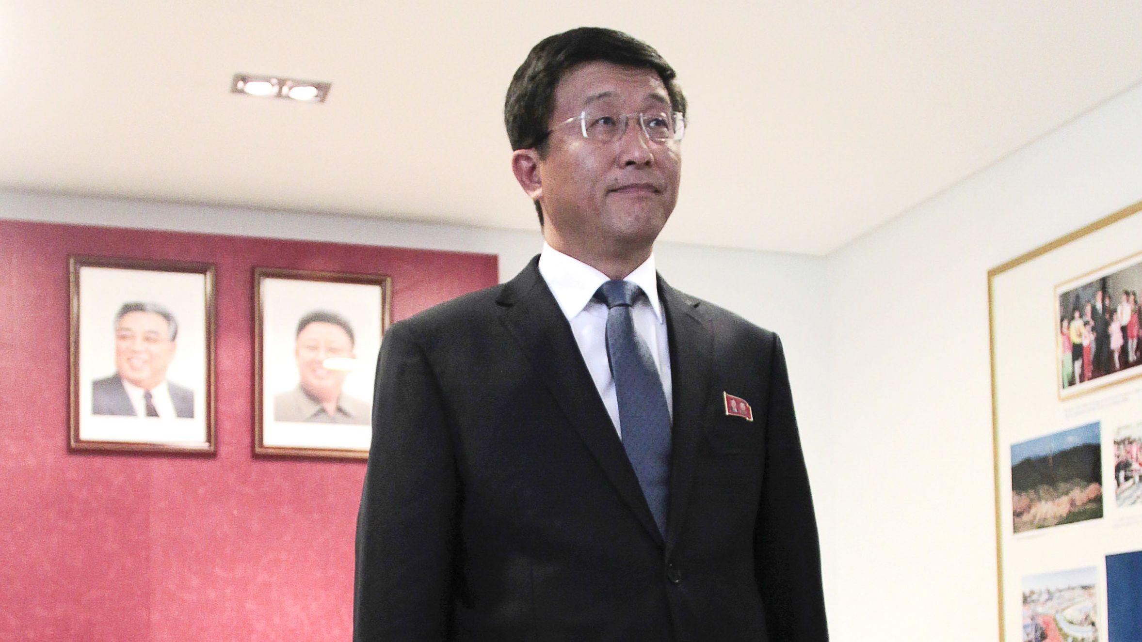 Nordkoreas US-Sondergesandter Kim Hyok Chol bei einer Pressekonferenz in Madrid