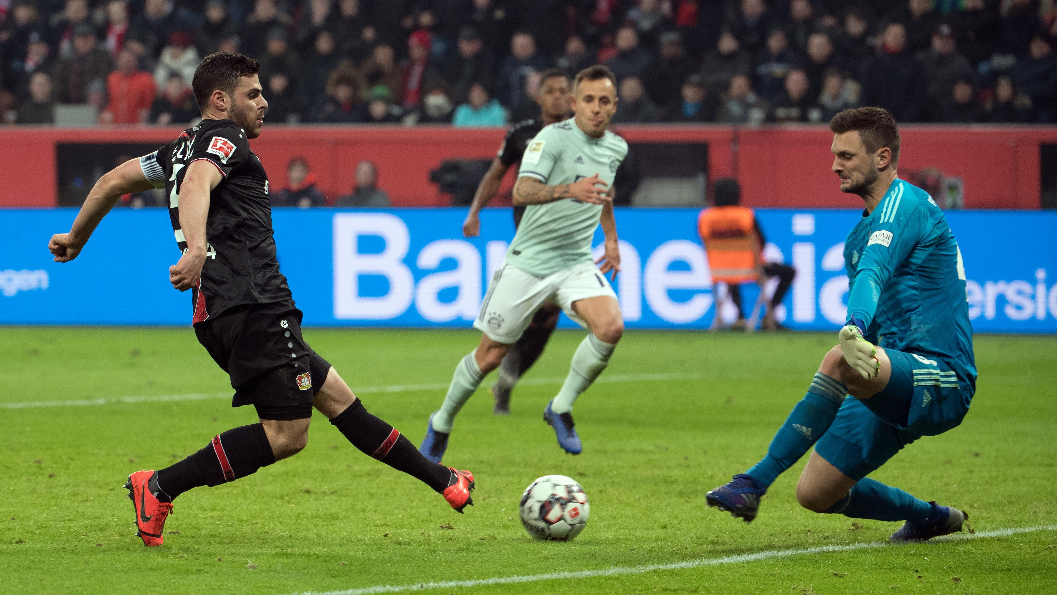 Kevin Volland trifft zum 2:1 gegen die Bayern.
